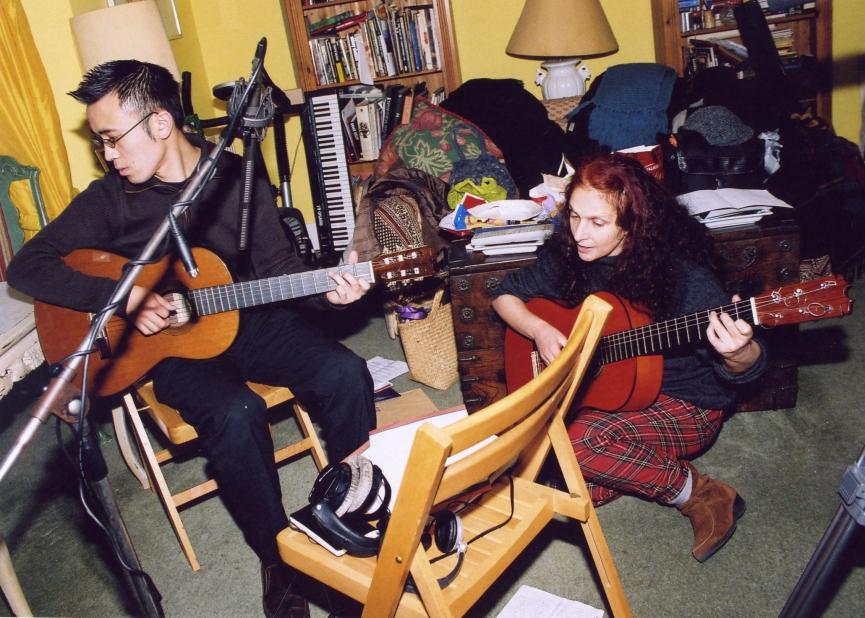 ari chitarra e osamu voltato con chitarra